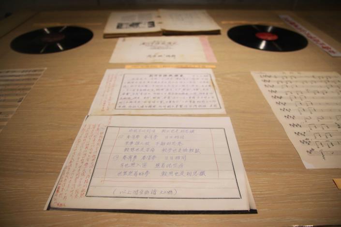 古早黑膠唱片及樂譜展示