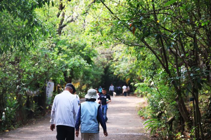 園區與生態共存,時有民眾散步、運動。