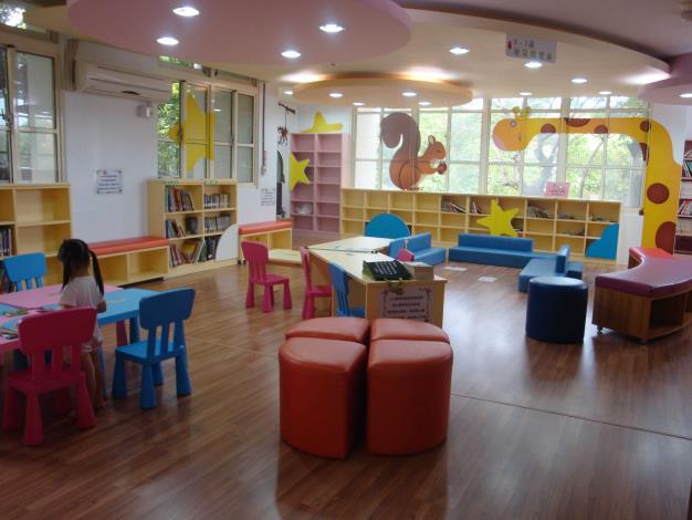 鹿港鎮立圖書館親子閱讀區