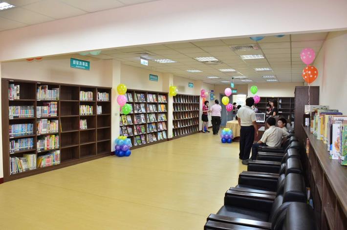 福興鄉立圖書館銀髮族區
