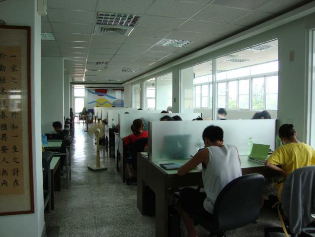 秀水鄉立圖書館自修閱讀區