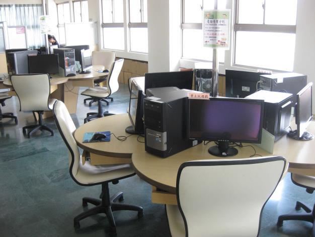 花壇鄉立圖書館三樓網路資訊區