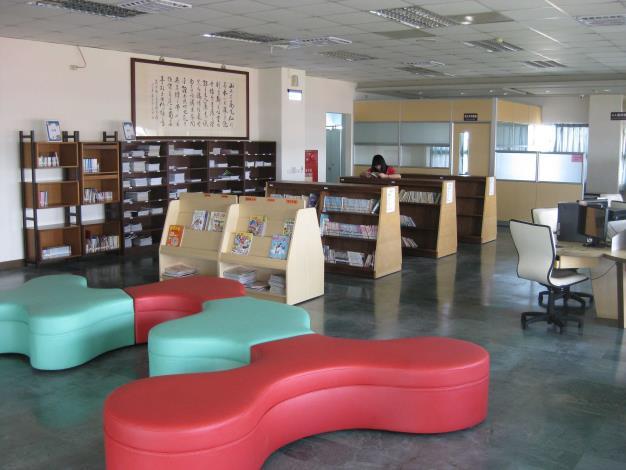 花壇鄉立圖書館三樓動漫區