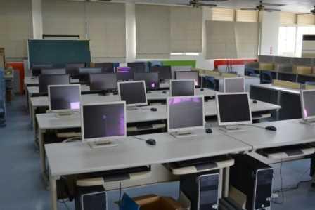 芬園鄉立圖書館電腦學習區