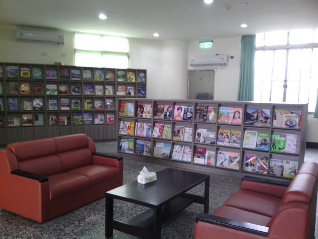 大村鄉立圖書館1樓書報雜誌及銀髮族區