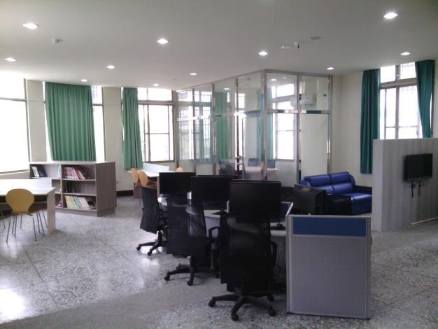 大村鄉立圖書館1樓青少年區