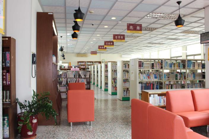 員林市立圖書館圖書閱覽區