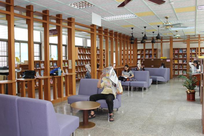 員林市立圖書館報紙雜誌閱覽室
