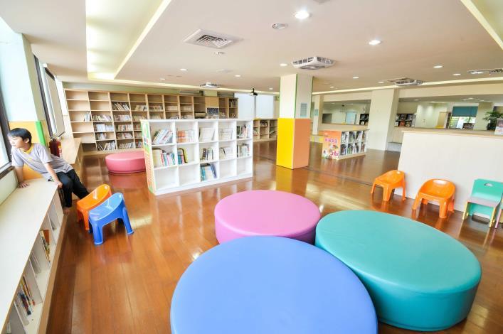 埔心鄉立圖書館兒童及嬰幼兒閱讀區