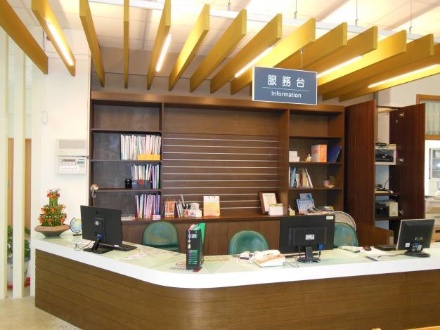 埤頭鄉立圖書館櫃台服務區