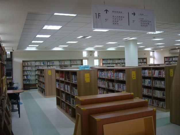 北斗圖書館開架閱覽區-新書