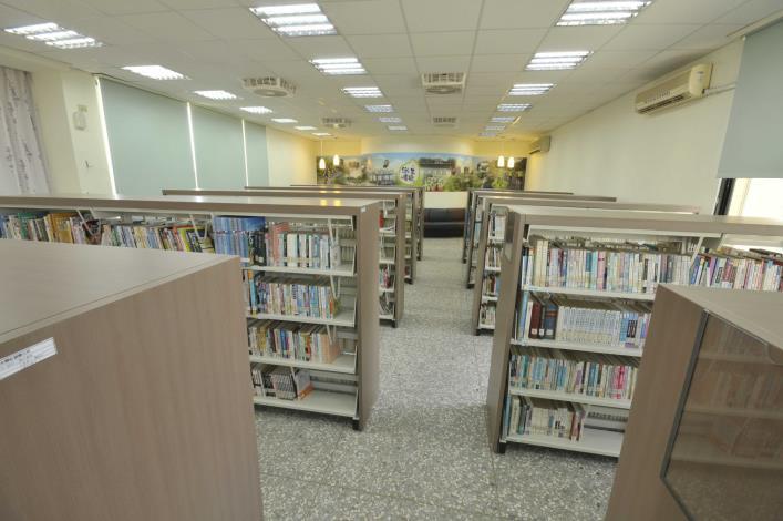 社頭鄉立圖書館開架閱覽區